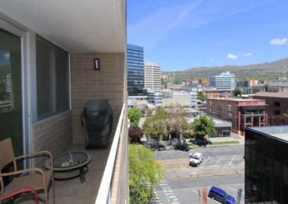 Dig Of The Day Bargain Priced Broadway Tower Salt Lake Digs